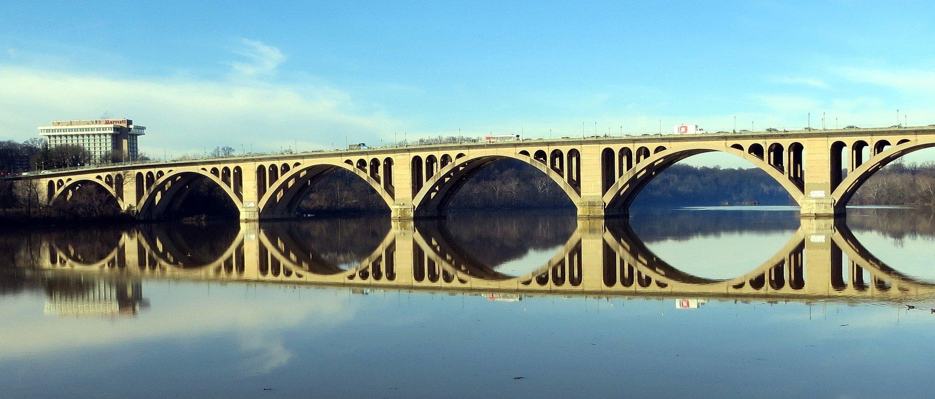 The Key Bridge in Arlington, Virginia – VeteranCarDonation.org