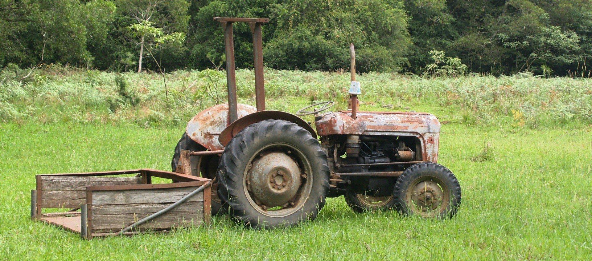 Old Tractor in Arkansas - VeteranCarDonations.org