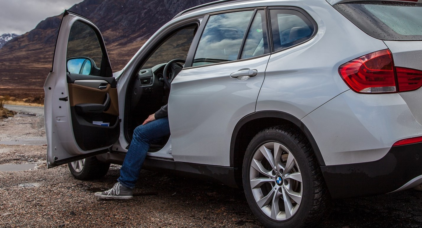 White BMW in Aurora, Colorado - VeteranCarDonations.org