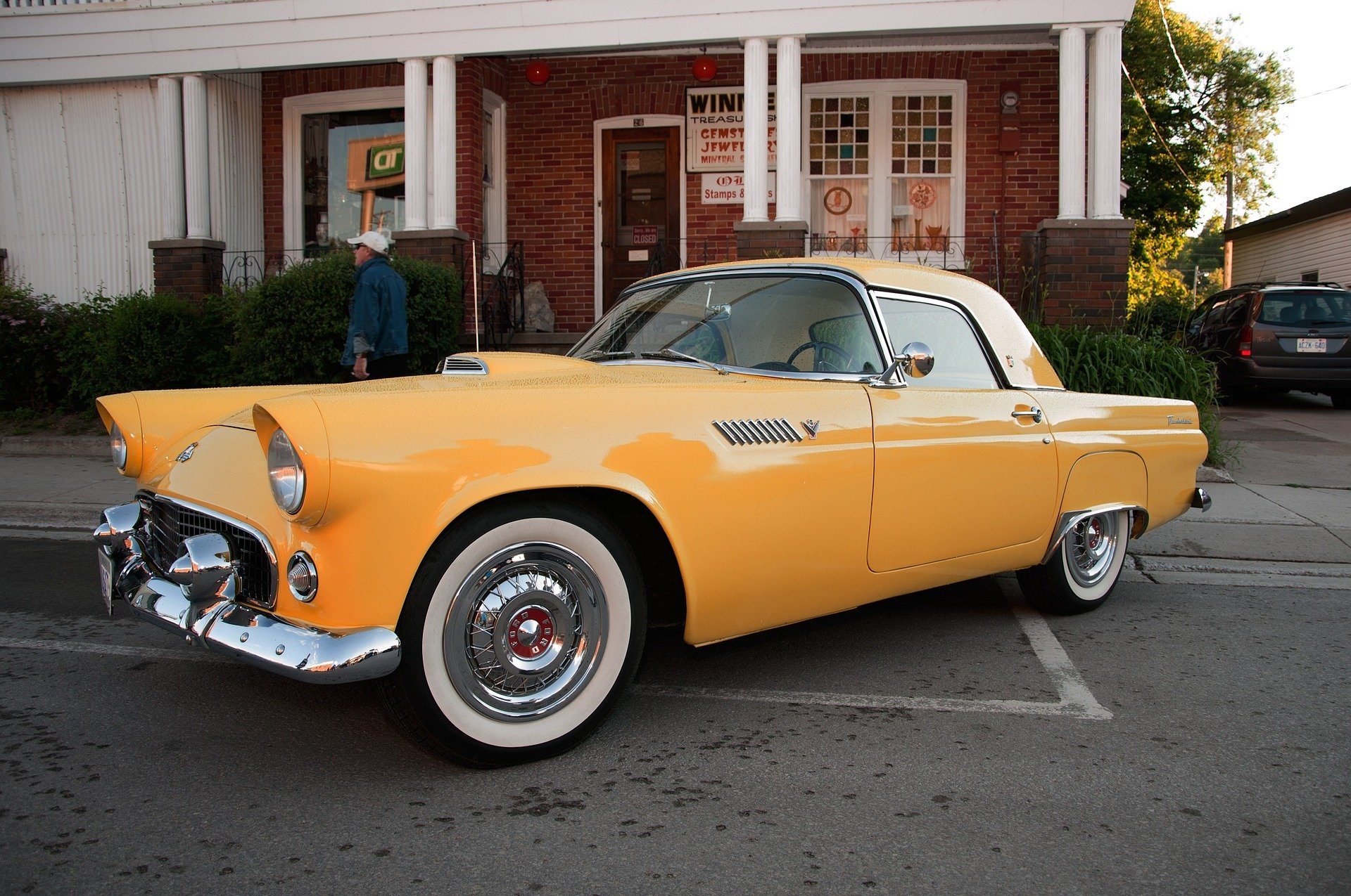 Classic Yellow Ford Thunderbird in Hopkinsville