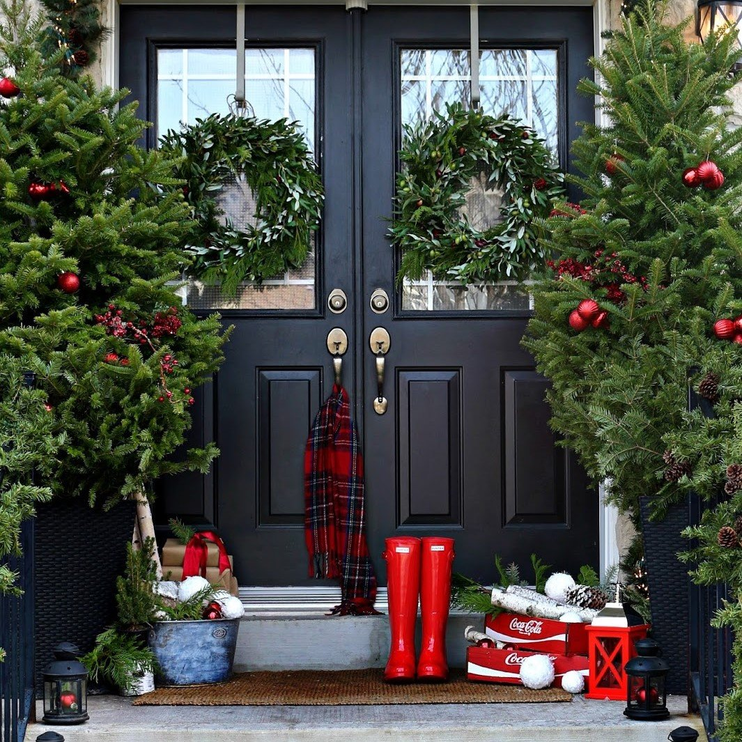 Fir-filled Porch Outdoor Holiday Design | Veteran Car Donations